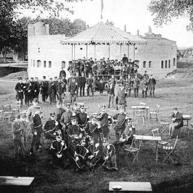 Jaarlijkse schietwedstrijd van de Schutterij van 's-Hertogenbosch op Fort Orthen - 1895